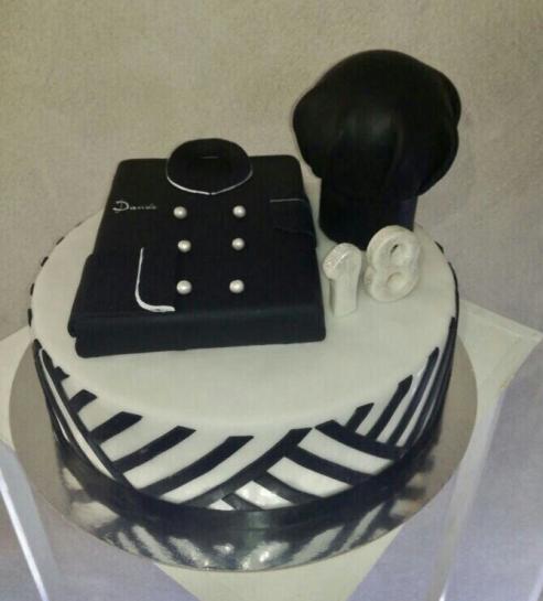 Torta di compleanno a tema Chef con casacca e cappello da cuoco