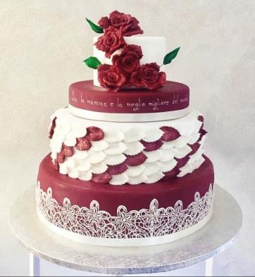 Torta di compleanno in cake design a tema rose