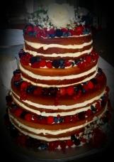 Naked cake ai frutti di bosco con decorazioni floreali - Wedding cake - torta nuziale - prodotta da Gufo Bianco Cake Design Carmagnola Torino