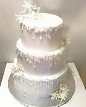 Torta classica bianca a tema inverno con fiocchi di ghiaccio - Wedding cake - torta nuziale - prodotta da Gufo Bianco Cake Design Carmagnola Torino