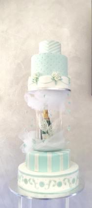 Torta bianca e azzurra a tema tiffany con champagne - Wedding cake - torta nuziale - prodotta da Gufo Bianco Cake Design Carmagnola Torino