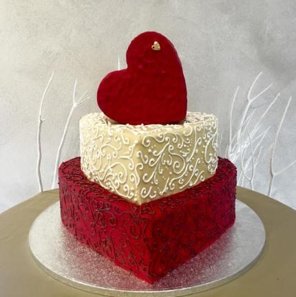 Torta bianca e rossa a forma di cuore - Wedding cake - torta nuziale - prodotta da Gufo Bianco Cake Design Carmagnola Torino