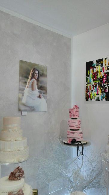 un angolo d'arte pittorica, fotografica e di pasticceria nel nostro negozio
